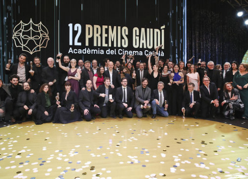 The winners of the 12th Gaudí Awards pose with their prizes after the ceremony (by Jordi Play)