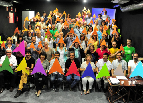 Members of the Catalan National Assembly (ANC) holding the coloured pointers that will be used in 'Via Lliure'