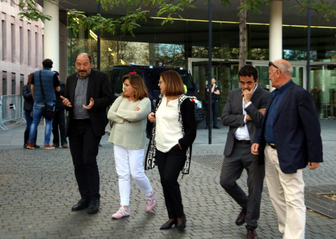 Vicent Sanchis, Núria Llorach and Martí Patxot, with fellow CCMA colleagues as they leave court on May 10 (Pau Solà/ACN)