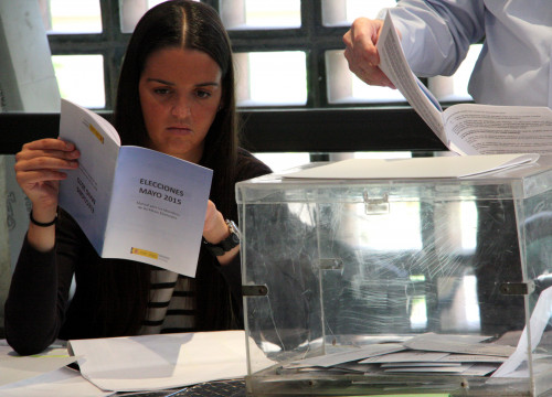 Member of a polling station last May in Barcelona (by ACN)
