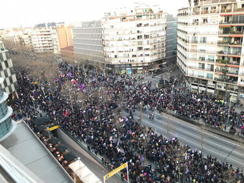 Massive turnout in Barcelona's rally for women's rights on March 8, 2019 (by Guifré Jordan)