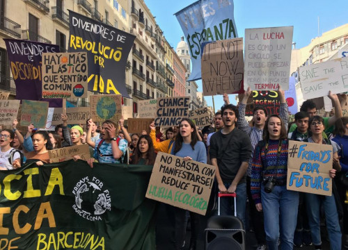 Students marching in Barcelona to demand climate action (by Rachel Bathgate)