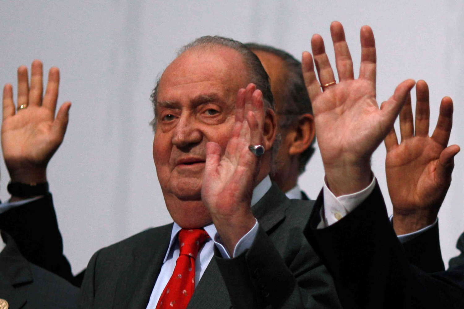 Spanish King Juan Carlos waves during a group photo with Ibero-American leaders during the Ibero-American Summit in Cadiz (by REUTERS/Jon Nazca)