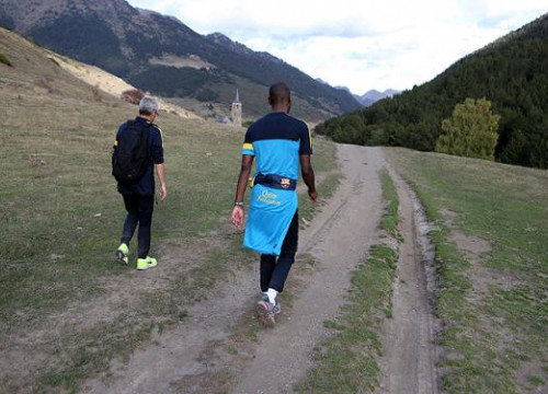 Éric Abidal with trainer Emili Ricart going for a walk at the Val d'Aran County, in the Catalan Pyrenees (by FC Barcelona)