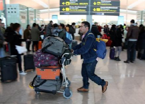 Airports are going back to normal after huge disruption (by ACN)
