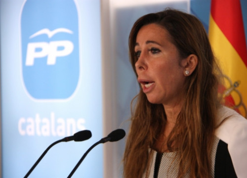 Alícia Sánchez-Camacho, the PP's leader in Catalonia, announcing they might frozen the Catalan Government's budget (by R. Garrido)