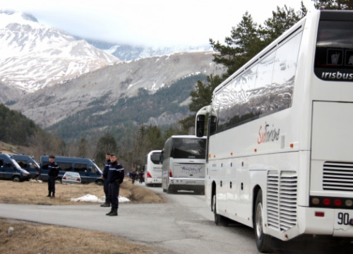 The families of the Germanwings aircraft victims arriving at Le Vernet, in the French Alps (by G. Sánchez)