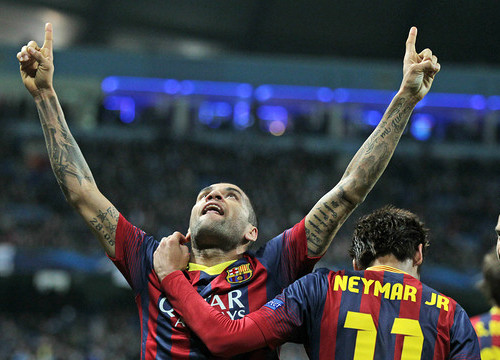 Dani Alves celebrating his goal against Manchester City (by FC Barcelona)