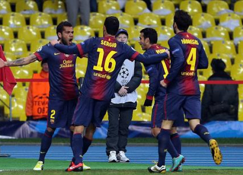 Alves celebrating Barça's first goal against FC Spartak Moscow (by FC Barcelona)