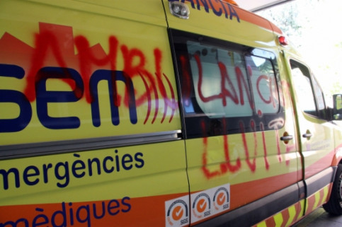 An ambulance painted by strikers (by S. Miret)