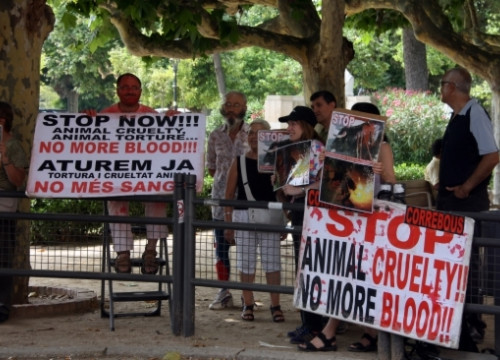 Pro-animals rights activists in Barcelona (by ACN)