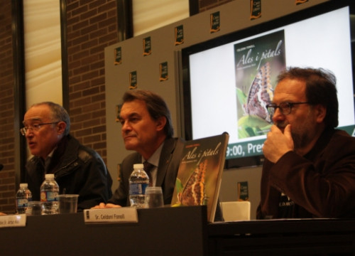 "Artur Mas (centre) at a book presentation, when he asked the PSC ""not to get off from the [self-determination] train"" (by P. Mateos)"