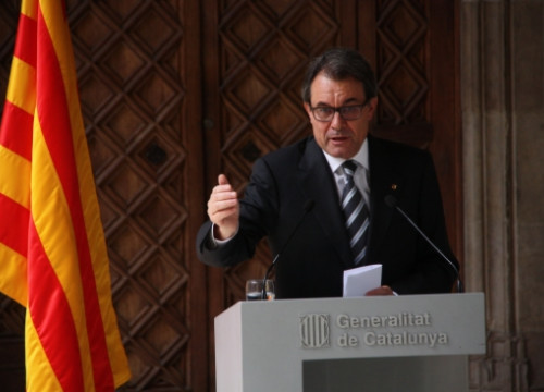 The President of the Catalan Government, Artur Mas, reacting to the King's abdication (by N. Julià)