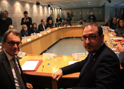 Artur Mas (left) and Ramon Espadaler (right) at the CiU's Executive National Committee on Monday (by P. Mateos)