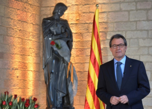Artur Mas addressing the press on Sant Jordi Day (by P. Mateos)