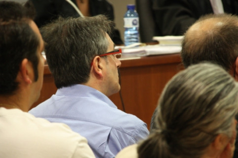 Jordi Ausàs, with red glasses, during the trial (by ACN)