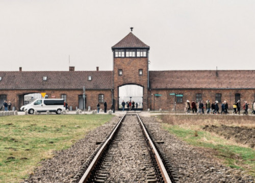 Image of Auschwitz concentration camp (by Amical Mauthausen)