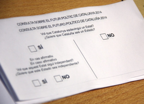 The two-part question on a ballot box ready for November 9's alternative vote (by N. Julià)