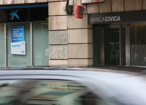 A CaixaBank branch next to a Banca Cívica branch, which are now the same group (by J. Molina)