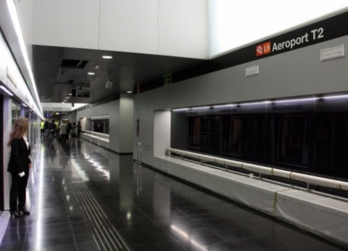 The metro station at Barcelona El Prat Airport's Terminal 2 (by J. R. Torné)
