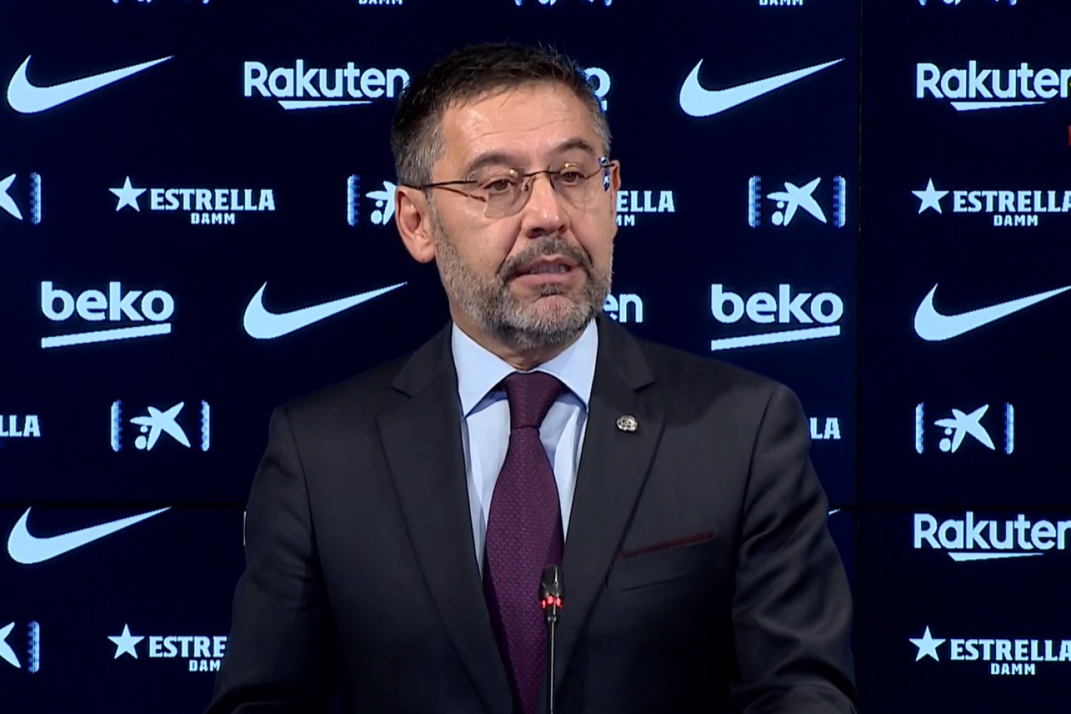 FC Barcelona president Josep Maria Bartomeu announces his resignation (Screenshot from press conference)