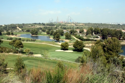 A golf course next to PortAventura and BCN World's plots of land (by J. Marsal)