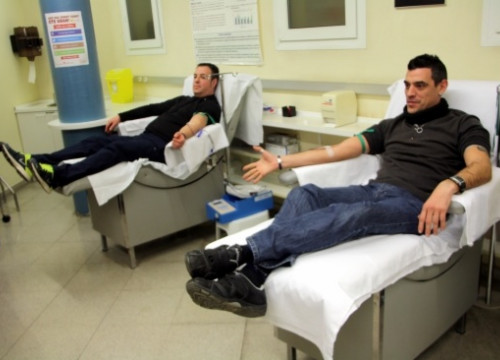 People donating blood in Manresa, central Catalonia, a few days ago (by E. Escolà)
