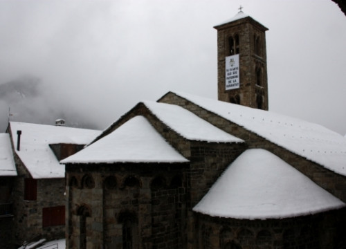 The Santa María de Taüll church, in Vall de Boí, a jewel of Romanesque Art (by M. Lluvich)