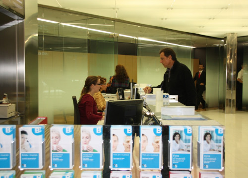 A bank office today in Barcelona, selling Catalan Government bonds (by J. Molina)