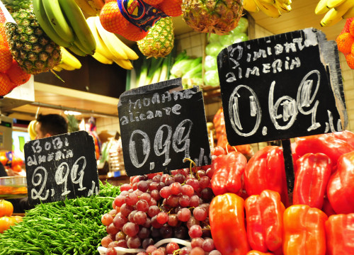 A fruit stand at the Boqueria market (by ACN)
