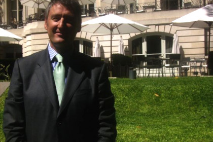 Antonio Álvarez in front of the hotel he manages, Buenos Aires' Park Hyatt (by J. Biosca)