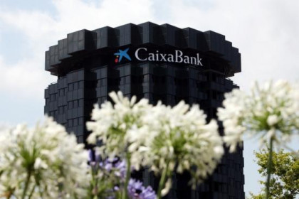 The new name on top of CaixaBank headquarters in Barcelona (by O. Campuzano)