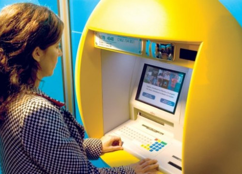 An ATM owned by La Caixa, which this summer moved its banking business to CaixaBank (by ACN)