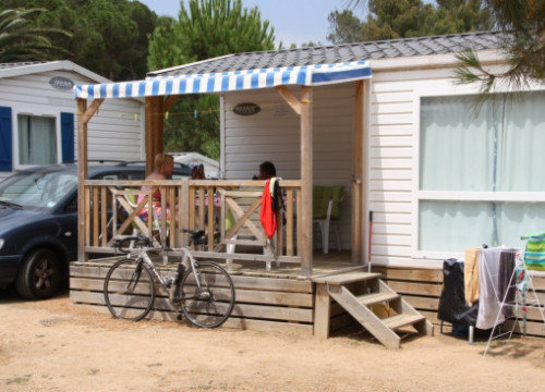 Bungalow in a Girona campsite (by ACN)