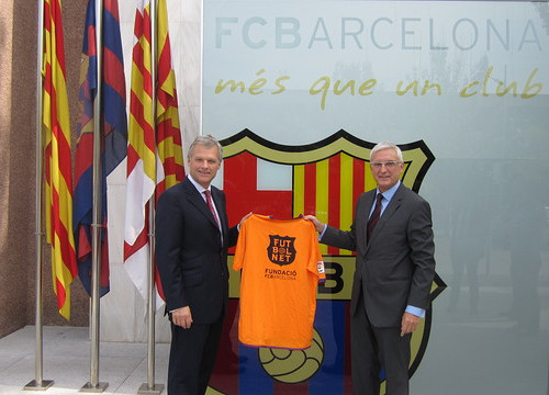 Carne and Rossich presenting the agreement between Shell and the FC Barcelona Foundation (by FC Barcelona)