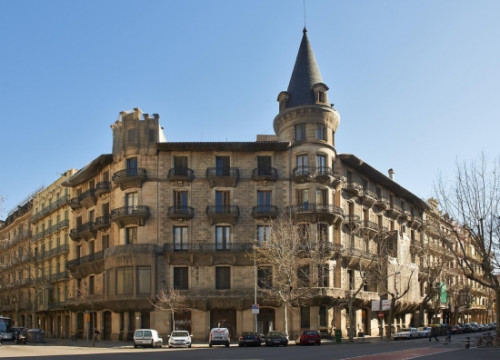 The Casa Burés owned by the Catalan Government was put on sale (by Departament Economia i Finances)