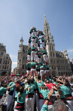 The Castellers de Vilafranca building a human tower in Brussels' Grande Place (by A. Segura)