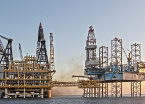 The offshore platform of the Castor project, in front of Catalonia's Ebro Delta (by ACN)