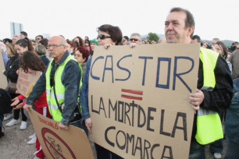 Many citizens outraged about the Castor project in 2015 (by A. Mayor)