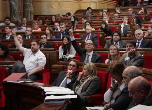 MPs voting the Catalan Government's budget for 2014 (by P. Mateos)