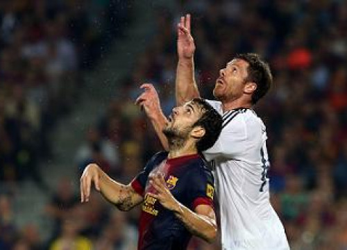 Cesc Fàbregas and Xabi Alonso at the last Barça - Real Madrid clasico (by FC Barcelona)