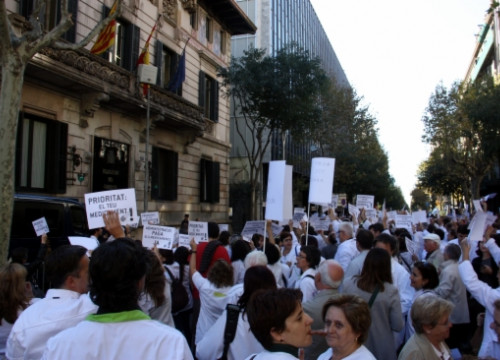 Chemists on strike before the Spanish Government's Delegation in Barcelona (by L. Roma)