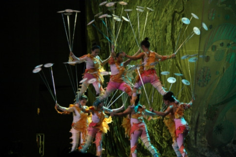 Chinese acrobatics were enjoyed at Catalonia's Porta Ferrada Festival, at the Costa Brava (by V. Gumà)