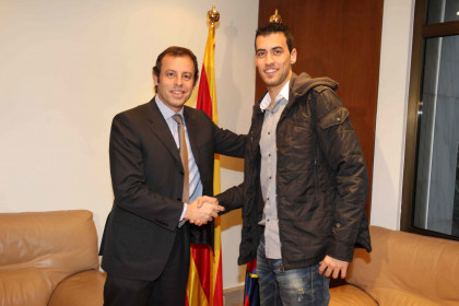 Player Sergio Busquets (right) and FC Barcelona President Sandro Rosell (left) (by FC Barcelona)