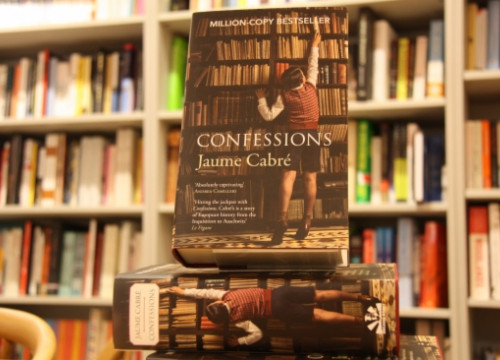 Copies of 'Confessions' in a UK book shop (by L. Pous)