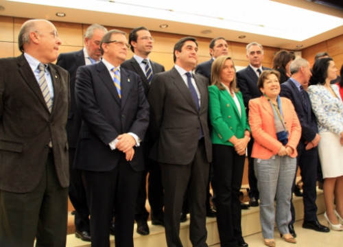 Ana Mato (with green jacket) and her Autonomies' counterparts (by R. Pi de Cabanyes)