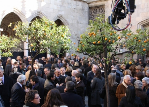 An image from the Orange Tree yard reception, with consuls from all over the world (by J. Font)