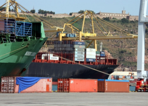 Containers to be exported from Barcelona's Port (by P. Solà)