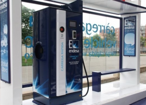 The fast recharge point for electric cars (by A. Recolons)