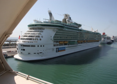 A cruise ship in Barcelona (by ACN)